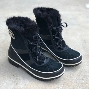 Sorel | Tivoli ll Black Suede Lace Up Snow Boots
